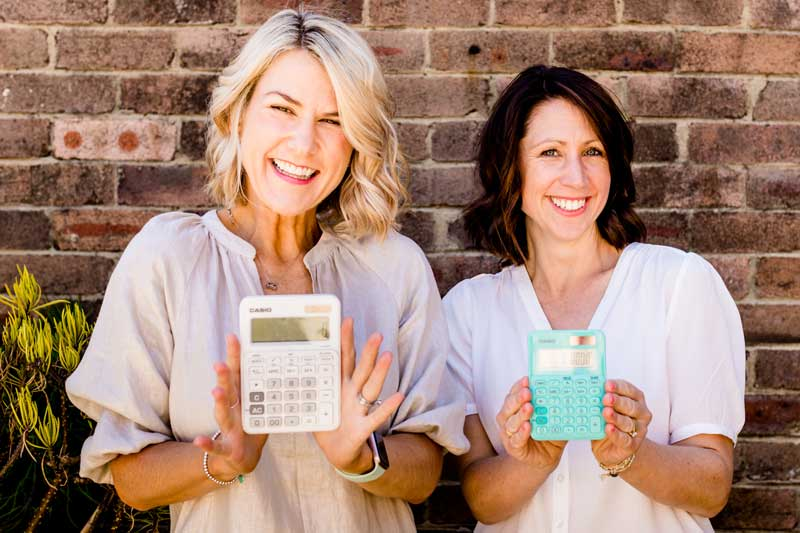 Calculator-teal-white-happy